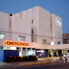 Centro Medico La Fe : Hospitales de estilo  por RFC Arquitecto
