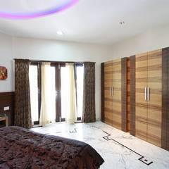 Bedroom:  Windows by Ansari Architects