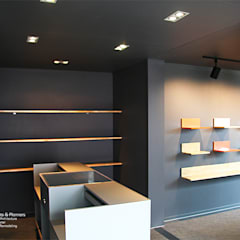 Offices & stores by  (주)감동C&D 유니박스