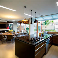 tropical Kitchen by Arquitetura Ao Cubo LTDA