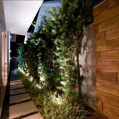 Residência Copacabana: Jardins  por Arquitetura Ao Cubo LTDA