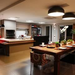 Residência Cruz: Salas de jantar  por Arquitetura Ao Cubo LTDA