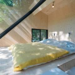 Boshuis:  Slaapkamer door Bloot Architecture