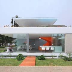 Casa Blanca: Casas de estilo  por Martin Dulanto, Moderno
