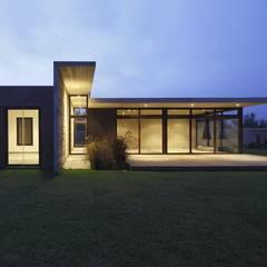 Casa oZsO: Casas de estilo  por Martin Dulanto, Moderno