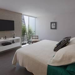 Casa P12: Habitaciones de estilo  por Martin Dulanto,