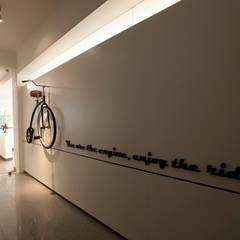 مكاتب ومحلات تنفيذ Kamat & Rozario Architecture, حداثي