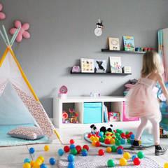 Shooting Photo Pois Multicolores: Chambre d'enfant de style de style Minimaliste par s-line.design