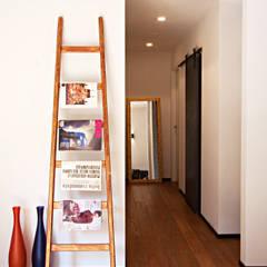 Couloir, entrée, escaliers industriels par Anomia Studio Industriel
