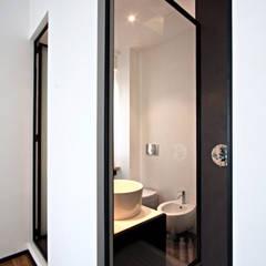 Salle de bain industrielle par Anomia Studio Industriel