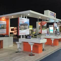 Stand Inmobiliaria CISS : Centros de exhibiciones de estilo  por A+ i Arquitectura & Interiorismo