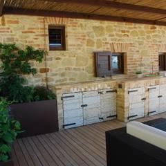 Piccolo angolo di Paradiso: Cucina in stile  di Giardini Giordani