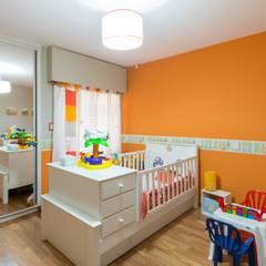 CASA MJ: Dormitorios infantiles de estilo moderno por KARLEN + CLEMENTE ARQUITECTOS