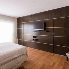 CASA MJ: Dormitorios de estilo  por KARLEN + CLEMENTE ARQUITECTOS