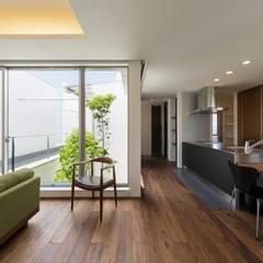 LIGHT  COURT  HOUSE: MITSUTOSHI   OKAMOTO   ARCHITECT   OFFICE 岡本光利一級建築士事務所が手掛けたダイニングです。