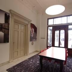 Stadskantoor gemeente Leeuwarden:  Kantoor- & winkelruimten door Dick de Jong Interieurarchitekt