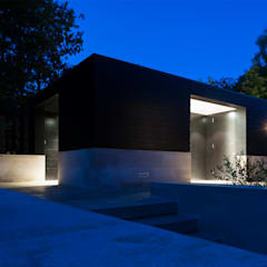 Itchen Greenhouse:  Garage/shed by Ayre Chamberlain Gaunt