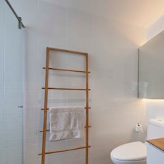 FORESQUE RESIDENCES:  Bathroom by Eightytwo Pte Ltd