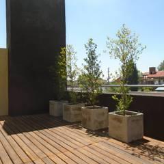 casa Jaime- Don Torcuato- Buenos Aires: Terrazas de estilo  por Arq.Rubén Orlando Sosa