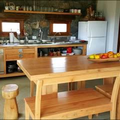 CASA DE CAMPO: Cocinas de estilo  por VETA & DISEÑO