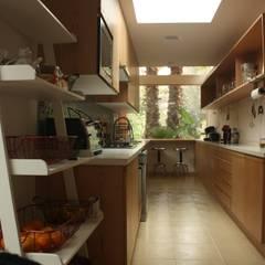 ampliación cocina: Cocinas de estilo  por PARQ Arquitectura