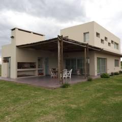 Puerto Roldán - Lote 390: Casas de estilo  por Erb Santiago
