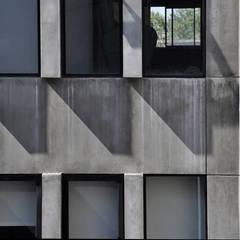 FACHADA PATIO PRINCIPAL: Ventanas de estilo  por Ramiro Zubeldia Arquitecto