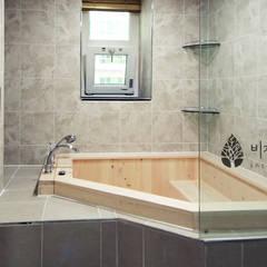 [休] 가족을 위한 자연같은 집: 비자림인테리어의  욕실