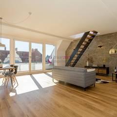 Home Staging einer Dachgeschoss-Wohnung im Loft-Stil:  Wohnzimmer von staged homes