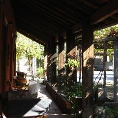 Restauración de Casa Cereda en Maipo por ALIWEN: Pasillos y hall de entrada de estilo  por ALIWEN arquitectura & construcción sustentable - Santiago