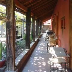 Entrada: Casas unifamiliares de estilo  por ALIWEN arquitectura & construcción sustentable - Santiago