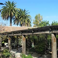 Jardín: Casas unifamiliares de estilo  por ALIWEN arquitectura & construcción sustentable - Santiago