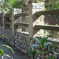 Paredes de estilo  por ALIWEN arquitectura & construcción sustentable
