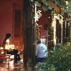 Terrace by ALIWEN arquitectura & construcción sustentable - Santiago, Colonial