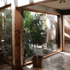 Corridor & hallway by ALIWEN arquitectura & construcción sustentable
