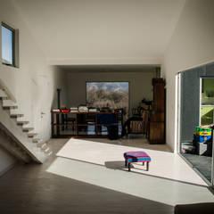 Casa D: Pasillos y recibidores de estilo  por Norte Arquitectura y Construccion