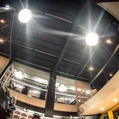 Mezanino: Fitness  por TRAMA Arquitetura e Engenharia