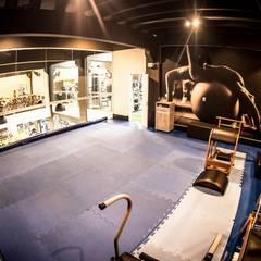 Sala de Pilates: Fitness  por TRAMA Arquitetura e Engenharia