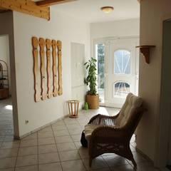 Die Verwandlung einer Arztpraxis in eine Ferienwohnung!:  Flur & Diele von Raumpraesenz-Homestaging