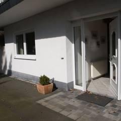 Die Verwandlung einer Arztpraxis in eine Ferienwohnung!:  Terrasse von Raumpraesenz-Homestaging