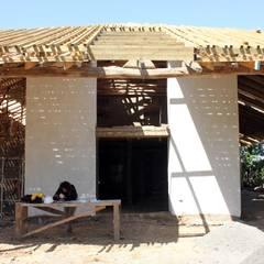 Reparación y Rehabilitación de Galpón en Toquihua por ALIWEN: Casas unifamiliares de estilo  por ALIWEN arquitectura & construcción sustentable - Santiago