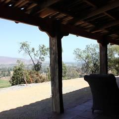 Terraza: Pasillos y hall de entrada de estilo  por ALIWEN arquitectura & construcción sustentable