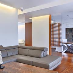 GRIGI SERIALI: Sala multimediale in stile  di LABORATORIO DI ARCHITETTURA & DESIGN