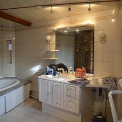 La salle de bain avant: Salle de bains de style  par Mon Intérieur Sur Mesure (MISM)