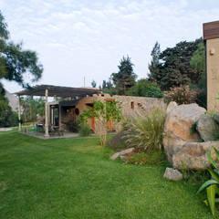 Casa Chontay: Jardines de estilo  por Marina Vella Arquitectura, Moderno