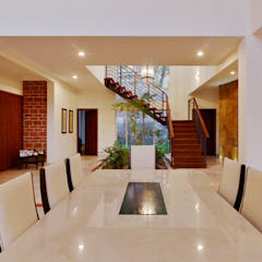 Pasillos y hall de entrada de estilo  por Excelencia en Diseño