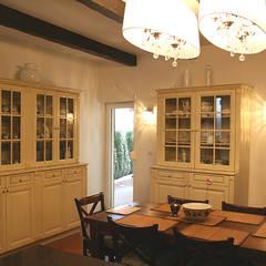kuchnia-jadalnia/ dom jednorodzinny/ Starowa Góra: styl , w kategorii Jadalnia zaprojektowany przez Awer Design
