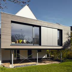 Anbau an ein Einfamilienhaus in Ratingen:  Häuser von Philip Kistner Fotografie