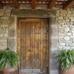 Holztür von Atres Arquitectes