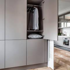 Mieszkanie w kamienicy: styl , w kategorii Sypialnia zaprojektowany przez SAS